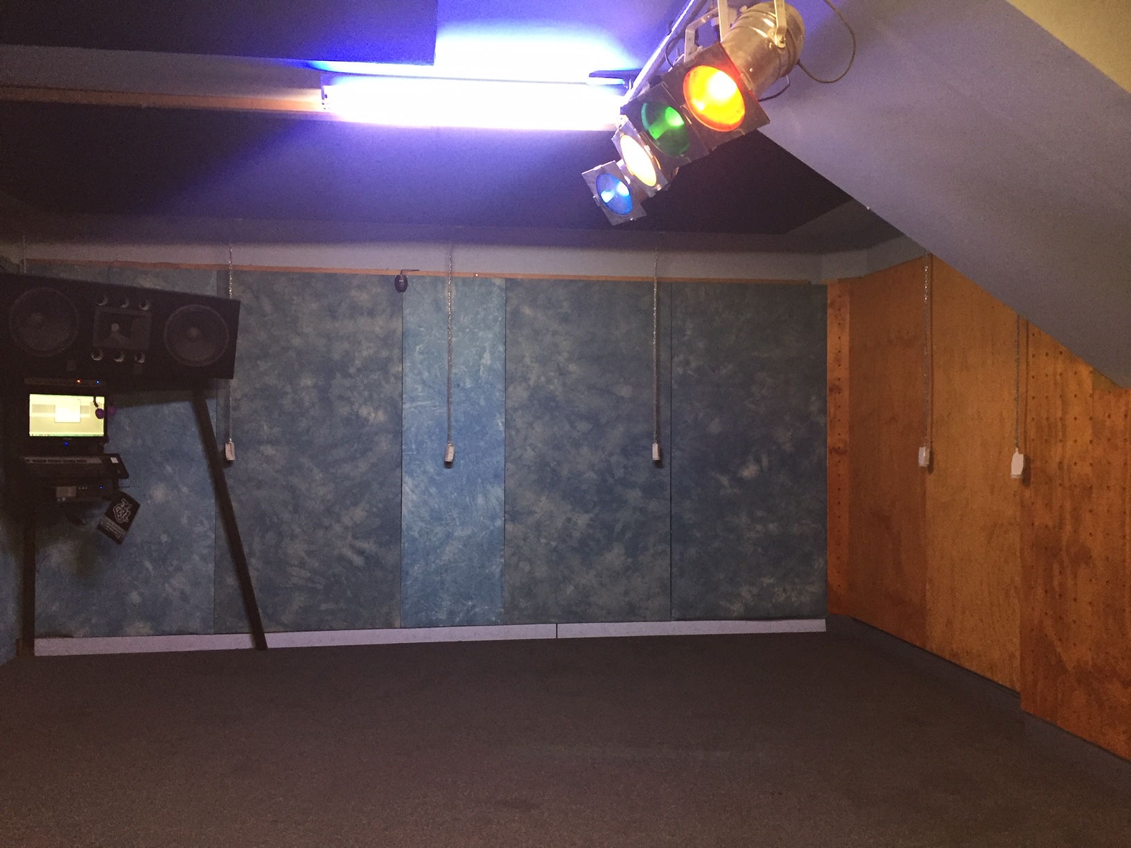 $200/day Dry Hire Film Sound Studios including lighting kit & green screen, make up room, parking, street access, 3 phase 5 pin outlet,
